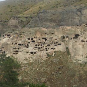 13. Wardzia - skalne miasto