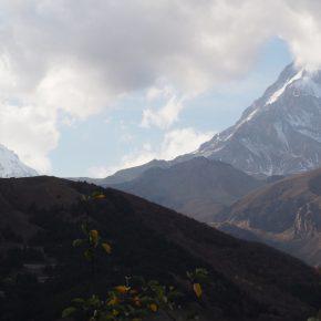 37. Kaukaz - cerkiew Gergeti i Kazbek